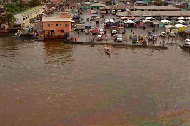 RED SLICK. Half a million liters of oil stained Manila Bay and adversely affected the fishing industry in Cavite towns. Photo from EPA