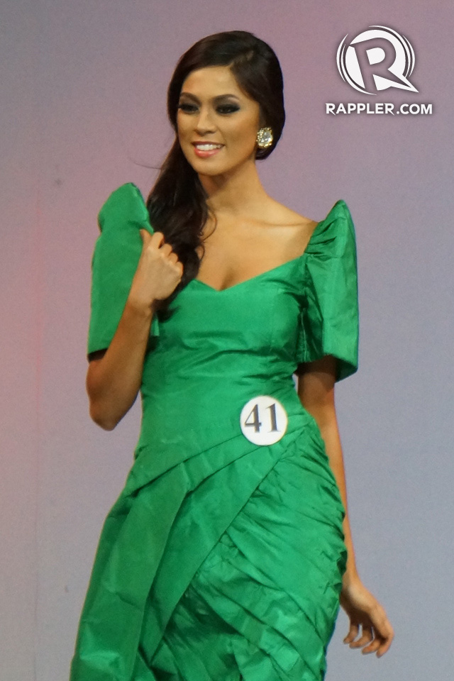 ALL HAIL THE NATIONAL ARTIST. Ariella Arida in Pitoy Moreno haute couture at the April 11 fashion show in the Smart Araneta Coliseum. Photo by Edric Chen