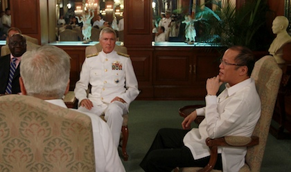 From left to right: US ambassador Harry Thomas, DFA Secretary Albert del Rosario, USPACOM Commander Samuel Locklear, President Benigno Aquino III. Photo courtesy of Malacau00f1ang