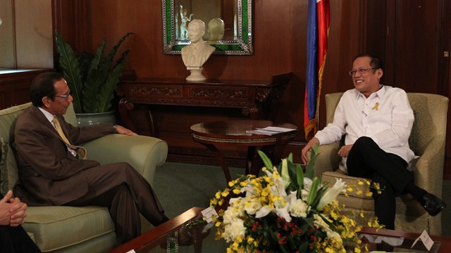 COURTESY CALL. President Benigno S. Aquino III exchanges pleasantries with Coca-Cola FEMSA chief executive officer Carlos Salazar Lomelin during the Courtesy Call at the Music Room, Malacau00f1an Palace on January 21. Photo from Malacau00f1ang Photo Bureau