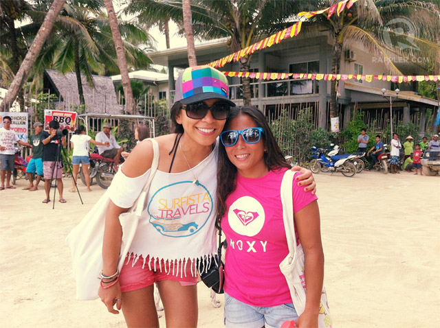 BEST BARREL RIDE WINNER. The author with La Union's Daisy Valdez at the Roxy Siargao International Comp. Photo from Elaine Abonal