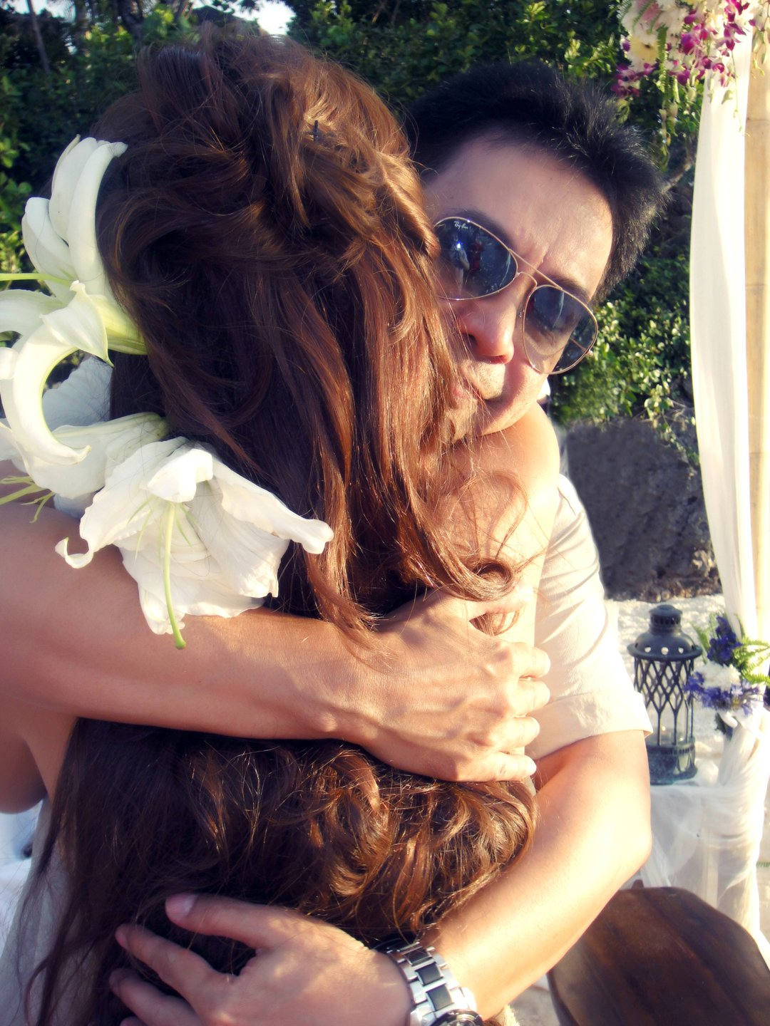 FATHER OF THE BRIDE. Rachel gets a big hug from her dad on her wedding. Photo from Rachel Alejandro