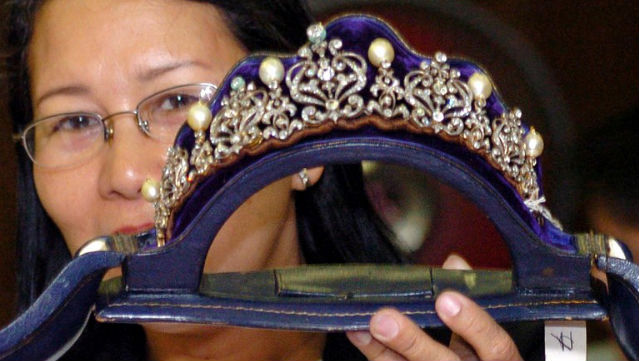 SEQUESTERED. A PCGG official shows a tiara from Imelda. Photo: Joel Nito/AFP