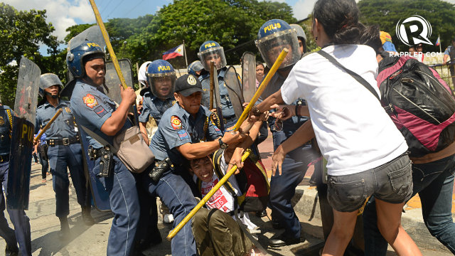 VIOLENCE.  Some of the protesters struggle with the police as the dispersal of the rally turned violent.  Photo by Mark Demayo