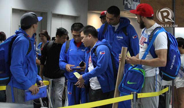 The team sorts their paperwork at NAIA. Photo by Jimmy Alapag, Gabe Norwood, Chot Reyes, Jared Dillinger, Josh Reyes and LA Tenorio make their way through NAIA. Photo by Jedwin M. Llobrera