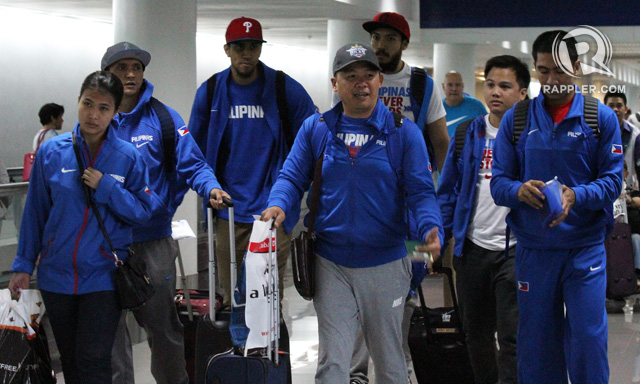 Jimmy Alapag, Gabe Norwood, Chot Reyes, Jared Dillinger, Josh Reyes and LA Tenorio make their way through NAIA. Photo by Jedwin M. Llobrera