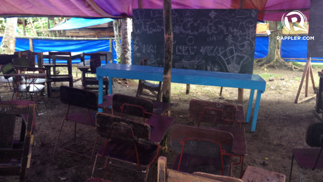 TENT SCHOOLS. Children attend classes in tents for now. Photo by Bea Cupin/Rappler