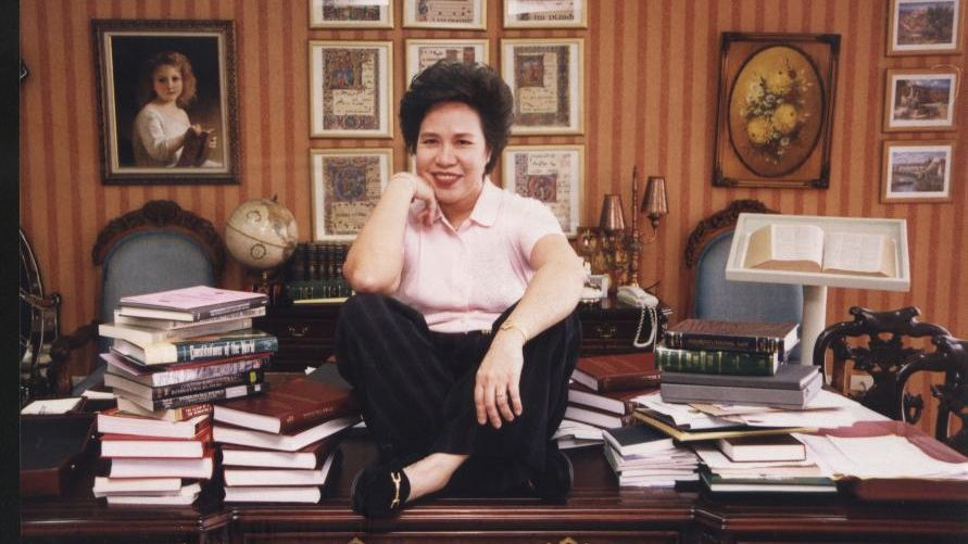 OWN LIBRARIAN. Sen Miriam Defensor Santiago says she is able to keep track of all her about one million books. Photo from Sen Santiago's Facebook page.