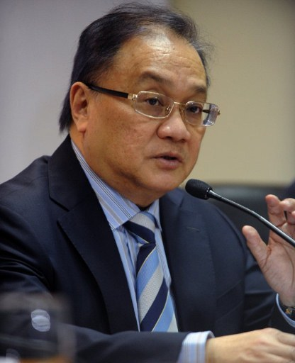 COMMERCIAL NEGOTIATIONS. Philex Petroleum chairman Manuel Pangilinan tells a May 8, 2012 press briefing that he had held talks with Chinese energy giant CNOOC about jointly developing a potentially lucrative gas field in the hotly disputed South China Sea. Photo by AFP.