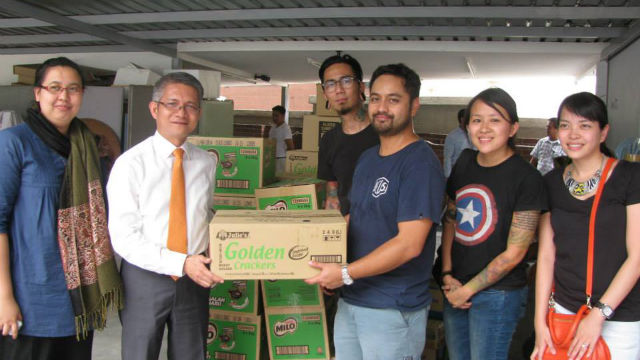IN-KIND. Philippine Ambassador to Malaysia Eduardo Malaya and Vice Consul Johann Andal recieive donations from representatives of Think Tank Sdn Bhd and Harley Bikers in the Klang area. Photo from the Philippine Embassy in Malaysia.
