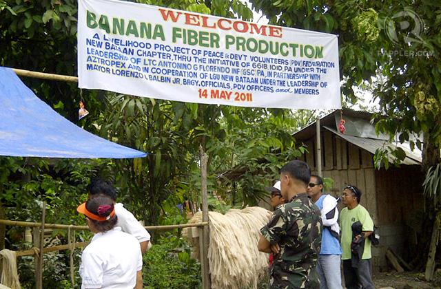 PEACETIME. New Bataan residents run a cooperative that makes banana fiber; May 2011. Photo by Glenda M. Gloria
