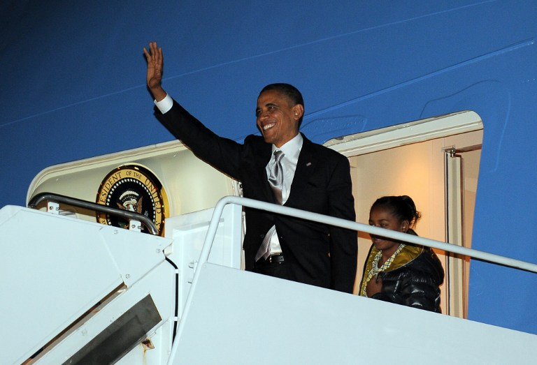 US President Barack Obama waves as he disembarks from Air Force One followed by daughter Sasha at Andrews Air Force Base in Maryland on November 7, 2012. AFP PHOTO/Jewel Samad
