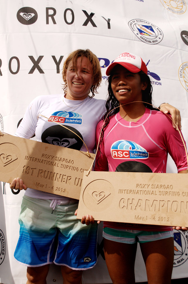 SURFERS UNITED. Wooldridge and Blancada after receiving their prizes.
