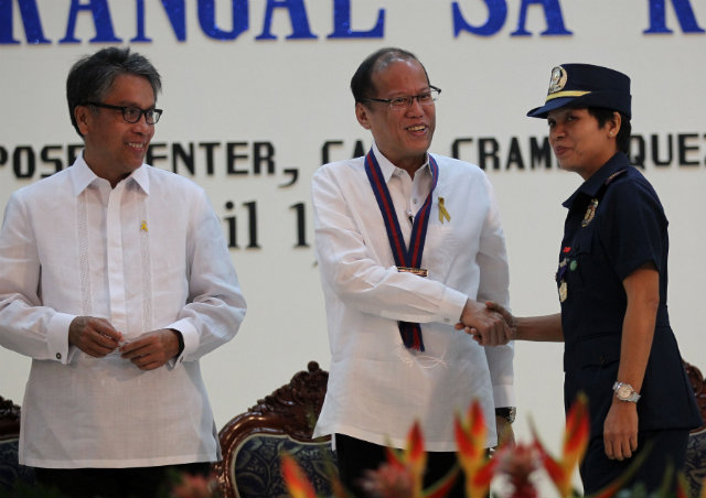 EXCELLENCE, HEROISM. President Benigno Aquino III leads the awarding of 38 members of the PNP for 'exemplary acts of courage, gallantry, leadership and heroism.' Photo from the Malacau00f1ang Photo Bureau