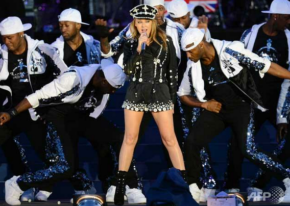 GOD SAVE THE QUEEN! Australian superstar Kylie Minogue performs at the Queen's Jubilee Concert. AFP Photo