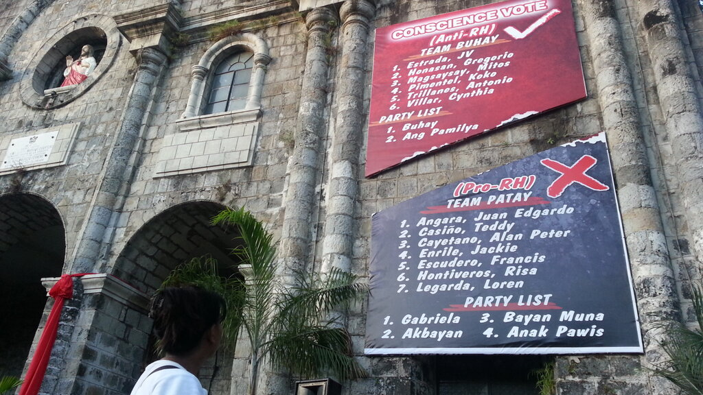 PARTISAN POLITICS. The Diocese of Bacolod endorses politicians who junked the RH law, and campaigns against those who supported the measure. Photo by Charlie Saceda