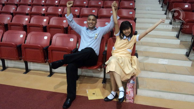 HURRAH, THE OUTSTANDING STUDENT! Papa makes time for school activities despite his busy schedule.