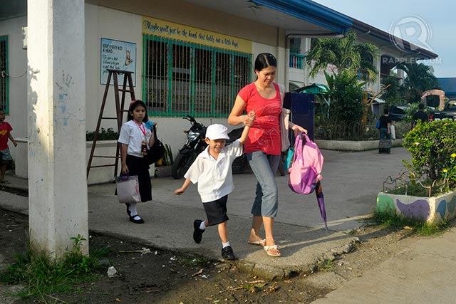 READY. A child wears a smile on his first day back in school in Zamboanga City. Photo by LeAnne Jazul/Rappler