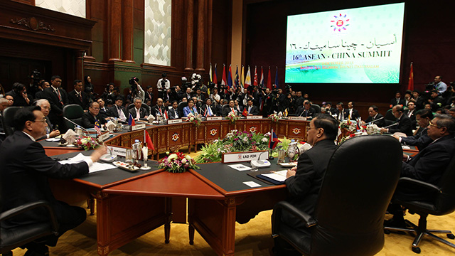 SUMMIT AGENDA. The ASEAN tackles South China Sea disputes in its 23rd summit in Brunei. Photo by Malacau00f1ang Photo Bureau