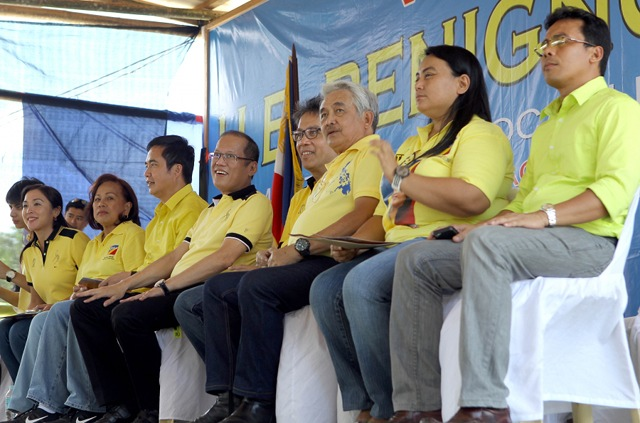ROXAS FACTOR. Team PNoy boasts of the LPu2019s strength and machinery in Western Visayas because of the u201cRoxas factor.u201d President Aquino visited Roxasu2019 home province of Capiz on April 10 with the Interior Secretary to endorse local LP candidates. Photo by Malacau00f1ang Photo Bureau