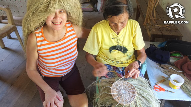CRAFTS. The author's mother is proud to meet a Chavayan weaver