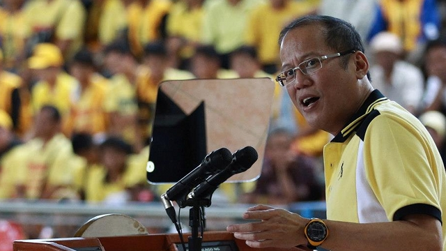 ALL OUT. President Benigno Aquino III frequently campaigned across the country to endorse his senatorial slate. File photo by Malacau00f1ang Photo Bureau