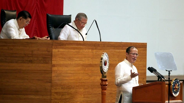 'RESPONSIBLE PARENTHOOD IS ANSWER.' President Aquino gets a standing ovation for endorsing u0022responsible parenthoodu0022 in his 2012 State of the Nation Address to both chambers of Congress. File photo by Malacau00f1ang Photo Bureau
