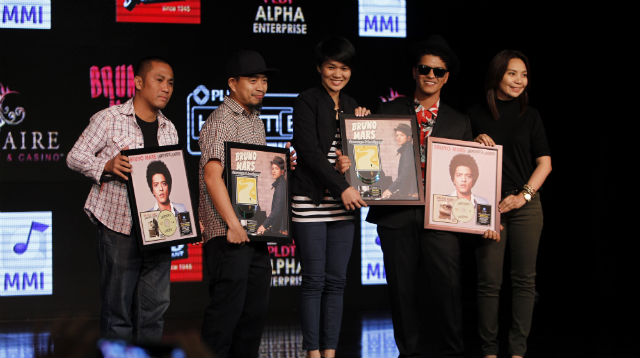 BEST-SELLER. Warner Music executives award Bruno Mars with a double diamond record award for 'Doo-Wops u0026 Hooligans' and a double platinum record award for 'Unorthodox Jukebox'