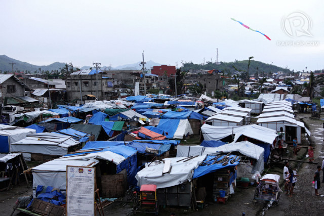 LIVING IN TENTS. 100 days after, much-needed improvements. But the government needs to accommodate hundreds more in bunkhouses. Photo by Franz Lopez/Rappler