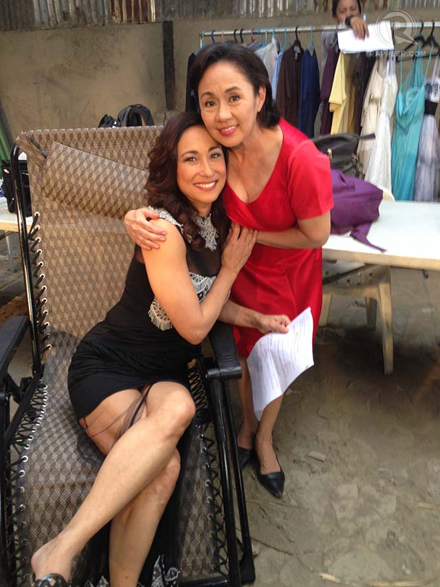 ON SET. Cherie Gil and Vilma Santos on the set of their new film 'Extra.' Photos courtesy of Cherie Gil