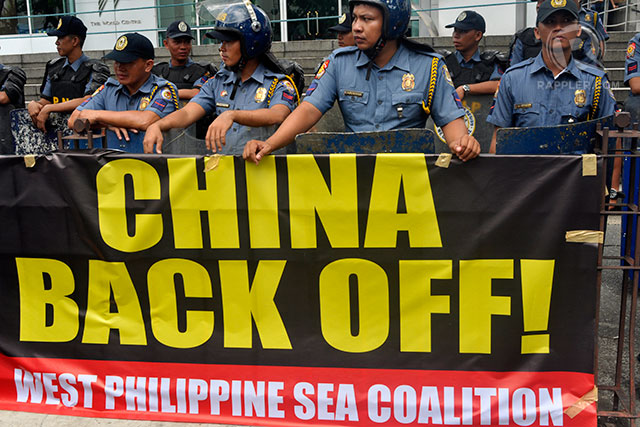 NO TO CHINA'S CLAIMS. In July 2013, policemen block protesters from going near the building that houses the Chinese consulate. File photo by LeANNE Jazul/Rappler