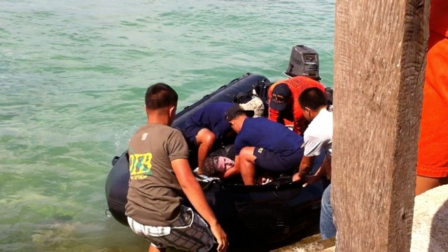 German volunteer technical diver Danny Brumbach suffered from decompression sickness during the search and retrieval operations in Masbate. He was initially rushed to shore but was returned back to the decompression chamber at sea. File photo by Ayee Macaraig