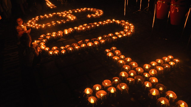 CHANGE THE WORLD. Earth Hour challenges you to go beyond the hour