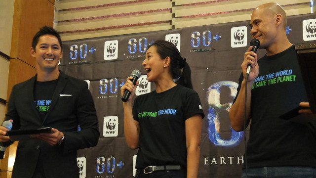 GETTING READY FOR EARTH HOUR. WWF-Philippines ambassadors Mike Nelson, Mikee Cojuangco-Jaworski (Earth Hour ambassador) and Rovilson Fernandez pump up the crowd for Earth Hour. Photo by Pia Ranada
