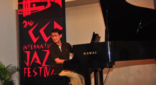 EVOCATIVE MEDLEY. Emi Munji on piano. Photo by Kiko Cabuena/CCP