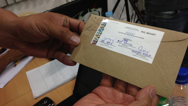OFFICIAL SEAL. If the results of a CF card do not automatically transmit to the COMELEC, then the card must be enclosed in an envelope with an official seal. Photo by Katherine Visconti.