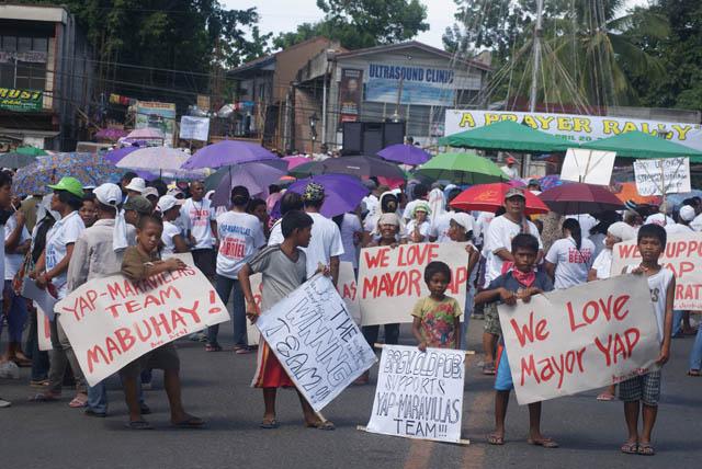 Supporters of Escalante re-electionist Mayor Melecio u0022Beboyu0022 Yap also hold a prayer rally. Photo by Gilbert Bayoran