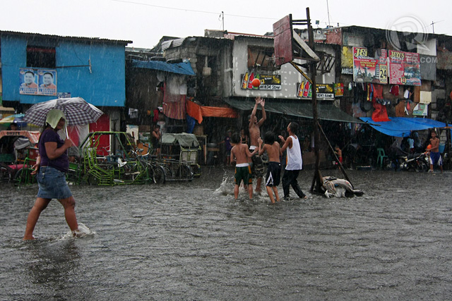WATER WORLD. Flooding in CAMANAVA. Photo by Vincent Go