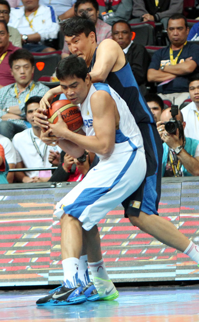 NO GIVING UP. De Ocampo didn't budge even when Douthit was out. Photo by FIBA Asia/Nuki Sabio.