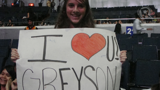 GAL FANS UNITED. Greyson's female fans thought of all the ways the singer will know how much they love him. Photo by Bert Sulat Jr.