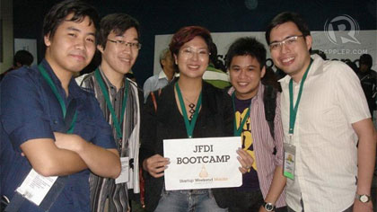 HOBBYMASH. From left: Mark Co, Josh Liao, Liezl Buenaventura, and Rafael Oca (with a former team member) at Startup Weekend 2011.