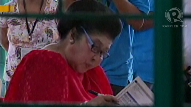 COUNTED. Former First Lady and incumbent congresswoman Imelda Marcos cast her vote in Ilocos. Photo by Rappler/Paul Michael Jaramillo