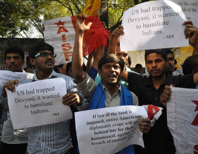 DIPLOMATIC DEAL. Members of The All India Students Federation (AISF) protest in front of the US consulate in Hyderabad on December 19, 2013, following the arrest of Devyani Khobragade. The US and India recently reached a deal that allowed Khobragade to fly home. AFP PHOTO/STR