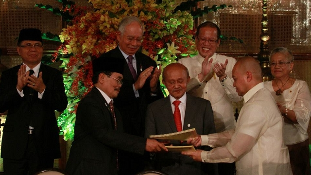 MORE WORK. After signing the Framework Agreement, more work awaits the two panels as they hammer out the details on power-sharing, wealth-sharing and normalization in November talks in Malaysia. Photo by Malacau00f1ang Photo Bureau