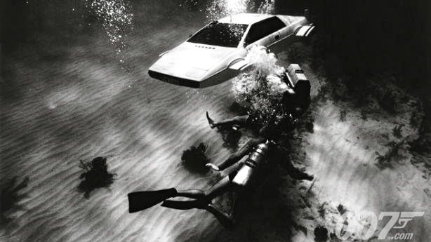 THE SPY WHO LOVED ME. James Bond creators already imagined cars that can go underwater in 1977. Image from the James Bond 007 Facebook page