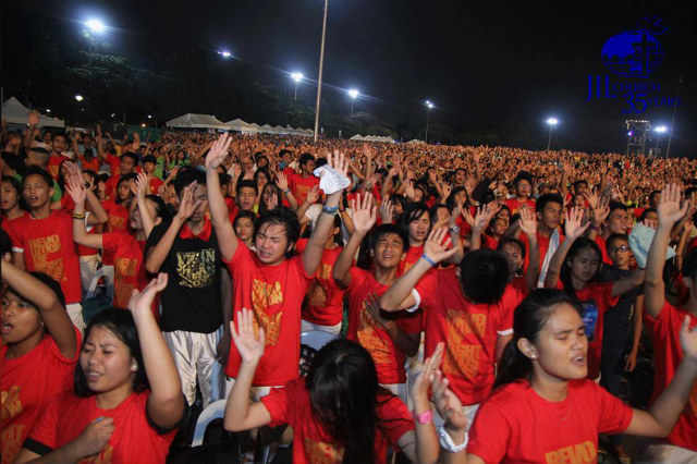 THANKING GOD. Thousands flock to the Quirino Grandstand to mark JIL's 35th anniversary. Photo from JIL's Facebook page