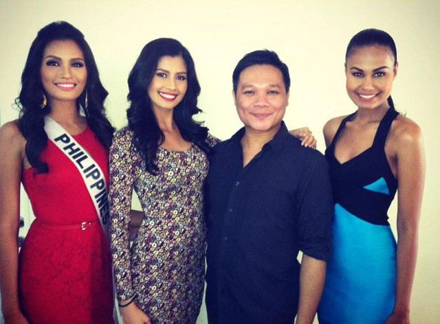 QUEEN BEAUTY. From left: Janine Tugonon, Shamcey Supsup, and Venus Raj, with Jonas Gaffud. Image from Jonas Gaffud's Facebook page