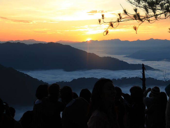 WAITING FOR THE SUNRISE. More fun in the Philippines. Photo by Izah Morales