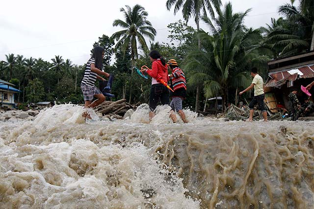 NOT PASSABLE. 33 roads and bridges are presently not passable making the search and rescue operations harder for the emergency responders. Photo by EPA/Ritchie Tiongco