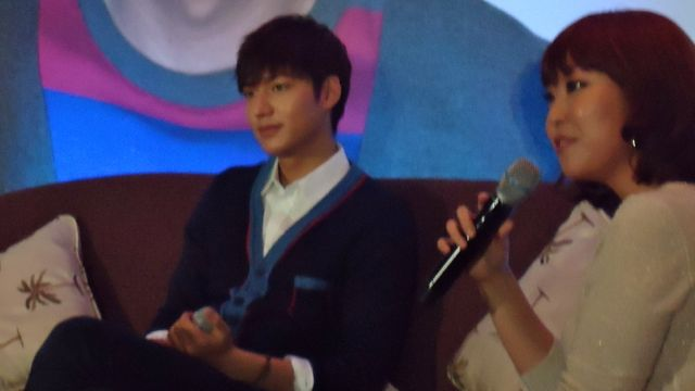 LIKE A VACATION. Lee Min Ho appreciates the warmth of the Philippines u2014 literally